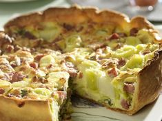 Leek and bacon pie: discover the cooking recipes of Femme Actuelle Le MAG - - Batch Cooking, Cooking Recipes, Healthy Recipes, Leek Quiche, Low Carb Quiche, Bacon Pie, Romanian Food, Romanian Recipes, Easy Food To Make