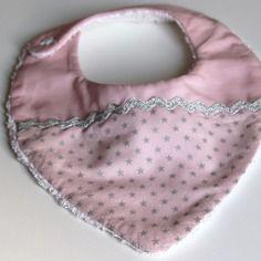 Bavoir forme bandana rose poudré étoiles argents pour fille