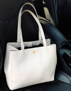 The Perfect Laptop Tote For Work Ft Dagne Dover Allyn Tote Purse Essentials, Dagne Dover, Laptop Tote Bag, Laptop Bag For Women, Work Tote, Work Wardrobe, Purses And Bags, Style Inspiration, Handbags