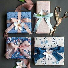Embrulhos de presentes rosa e azul @tory_gift
