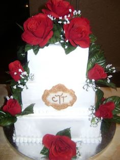 Square Wedding Cake Red Roses - http://www.talenthuntweb.com/square-wedding-cake-red-roses/