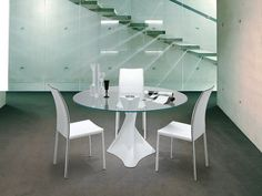 Minimalist Round Table And Chairs White Round Tables, Round Table And Chairs, Round Coffee Table, Round Dining Table, Glass Table, Home Decor Inspiration, Small Spaces, Table Settings, Minimalist