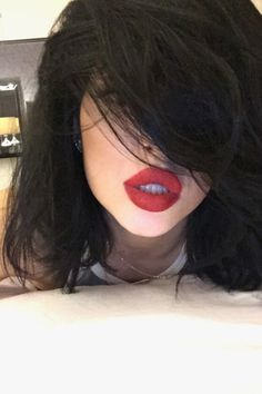 They're only about a year apart in age, but Kendall and Kylie Jenner have distinct styles. Kylie Jenner 2014, Kylie Jenner Face, Trajes Kylie Jenner, Estilo Kylie Jenner, Estilo Kardashian, Kylie Jenner Style, Kardashian Jenner, Kylie Jenner Black Hair, Big Lips