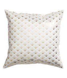 Katso! Tyynynpäällinen puuvillatvilliä. Kimaltava painokuviointi. Piilovetoketju. – Käy hm.comissa katsomassa lisää.