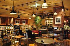 かっこいい『Brooklyn Parlor』店内。【休日ジャック!】休日は本の虫になる! ハンバーガーとビールと読書ですごす1日