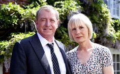 Midsomer Murders: 15 mysterious facts - John Nettles as DCI Barnaby in Midsomer Murders, with Jane Wymark as Barnaby's wife, Joyce Bbc Tv Shows, Midsomer Murders, Tv Detectives, Bbc Drama, Murder Mysteries, Actors & Actresses, Movie Tv, Crime, Mystery