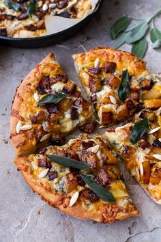 'n' Spicy Fall Harvest Pizza w/Roasted Butternut, Cider Caramelized Onions + Bacon Sweet 'n' Spicy Roasted Butternut Squash Pizza w/Cider Caramelized Onions + Bacon Vegetarian Recipes, Cooking Recipes, Healthy Recipes, Pizza Recipes, Vegetarian Pizza, Cod Recipes, Paleo Food, Pizza Y Vino, Pizza Pizza