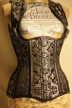 this would be awesome as part of a steam punk costume. steelboneddiva: Brocade high back corset Magdalena Steampunk Corset, Victorian Steampunk, Steampunk Costume, Steampunk Fashion, Gothic Corset, Gothic Fashion, Corset Sexy, Underbust Corset, Dieselpunk