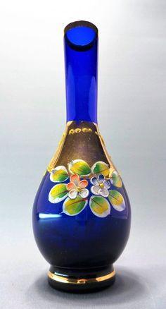 Vaso Em Vidro Azul Cobalto Com Desenhos Florais Pintados à Mão e Detalhes à Ouro. Murano, Itália.