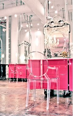 acrylic chair, pink furniture on castors and Venetian mirrors - amazing for salon Lucite Chairs, Lucite Furniture, Glam Mirror, Acrylic Chair, Home Salon, Decoration Inspiration, Beauty Lounge, Makeup Studio, Beauty Studio