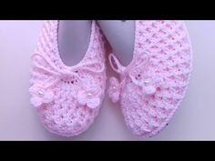 Babet # booties # made # # stars # booties # # stars # - - frauen Crochet Slipper Pattern, Crochet Slippers, Baby Slippers, Womens Slippers, Knitting Socks, Baby Knitting, Crochet Patron, Crocodile Stitch, Crochet Sandals