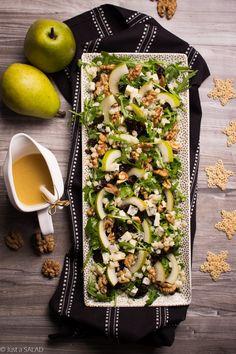 Sałatka z makaronem, rukolą, gruszkami, serem z niebieską pleśnią, orzechami włoski i suszonymi śliwkami. Pasta Salad, Cobb Salad, Salads, Lunch Box, Eat, Cooking, Ethnic Recipes, Food, Crab Pasta Salad