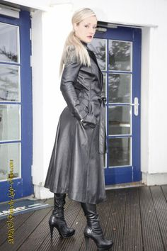 Tumblr is a place to express yourself, discover yourself, and bond over the stuff you love. It's where your interests connect you with your people. Long Leather Coat, Leather Gloves, Black Leather, Latex, Lady Ann, Leather Fashion, Leather Outfits, Russian Models, Rain Wear