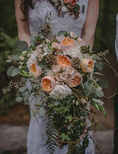 ramo novia en tonos blancos y naranja