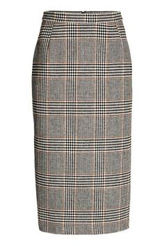 Skirt in a wool blend: Checked calf-length skirt in a wool blend. The skirt is in a straight style with a concealed zip and slit at the back. Lined. The wool content of the skirt is recycled.