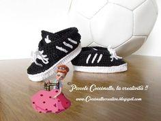 Scarpette stile Adidas nere e bianche realizzate a uncinetto, a mano!! - YouTube