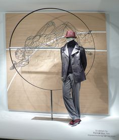 the artist and his sculpture, pinned by Ton van der Veer