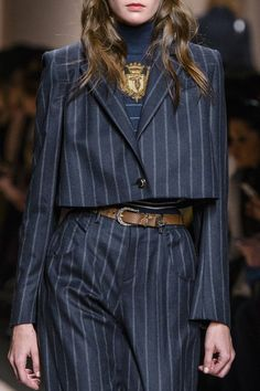 Trussardi 1911 at Milan Fashion Week Fall 2017 - Details Runway Photos Look Fashion, Runway Fashion, High Fashion, Autumn Fashion, Fashion Outfits, Womens Fashion, Fashion Design, Fashion Trends, Fashion Details