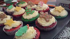 Christmas cupcakes with christmas cookies