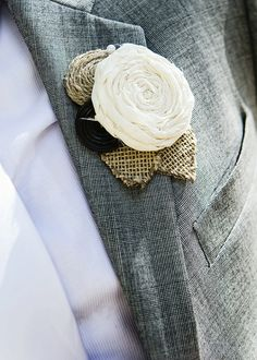 Wedding Button boutonnieres | Rustic Wedding Boutonniere- Button-Burlap-Fabric-Natural