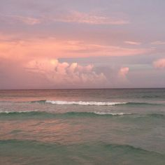 photo scenery avoidantangel: An unedited pic of the ocean I took Beach Aesthetic, Aesthetic Photo, Aesthetic Pictures, Sculpture Romaine, Pretty Sky, Sky Sea, Pics Art, Oeuvre D'art, Aesthetic Wallpapers