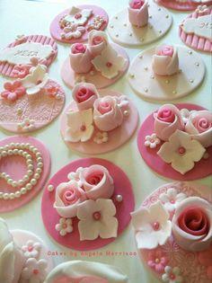 Cupcakes Lindos, Cupcakes Flores, Flower Cupcakes, Wedding Cupcakes, Mini Cupcakes, Valentine Cupcakes, Rose Cupcake, Cookies Cupcake, Fondant Cupcake Toppers