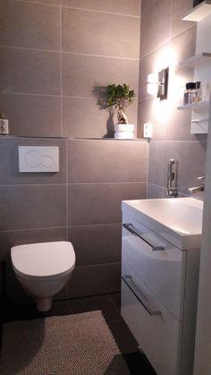 Ido-seinäwc/Bathroom/Toilet/Wc/Harmaa laatoitus/Marimekko/Maskuliininen wc-tila/Valkoinen allaskaappi/Anno