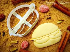 This hamburger cookie cutter comes with all the fixings you'll need to prepare…