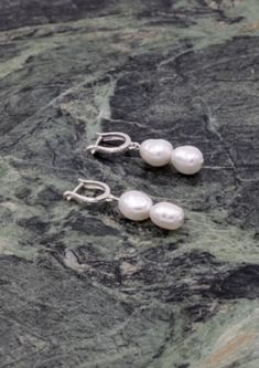 Elegant earrings with two baroque pearls from the South Pacific Sea on each. Choose between 925 sterling silver, or 925 sterling silver plated with 18 carat gold. Baroque Pearls, Carat Gold, Accessories Shop, Precious Metals, Pearl Earrings, Sterling Silver, Jewelry, Fashion, Moda
