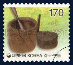 Definitive Postage Stamp (170 won), Traditional Korean farming equipment : pestle, mortar, grinding stones, traditional culture, brown, green, white, 2001 1 20, 보통우표(170원권), 2001년 1월 20일, 2135, 절구 맷돌, postage 우표