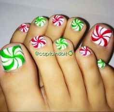 Red and green candy cane nails for the Winter!❤️