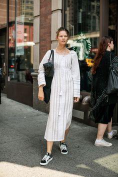 Street style à la Fashion Week printemps-été 2017 de New York : le mannequin Irina Kravchenko