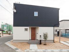 ナチュラルとモダンが調和した家 Minimal Home, Prefab, Minimalism, Home Goods, Exterior, Doors, Outdoor Decor, Nature, House