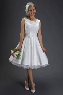 Vintage-Brautkleid elfenbein-weiss mit Kragen und Petticoat im 1950'er Stil von SETRINO® Couture aus Berlin | Vintage Ausschnitt knielang.
