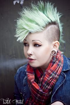 Smartpunk! Punk Girls, Skinhead, Colored Hair, Rockabilly, Crowd, Cool Hairstyles, Steampunk, Gothic, Hair Color