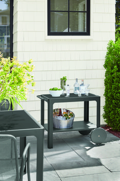 Modern outdoor bar cart Modern Outdoor Furniture, Recycled Furniture, New Furniture, Furniture Online, Furniture Making, Garden Furniture, Ottoman In Living Room, Chair And Ottoman, Low Shelves