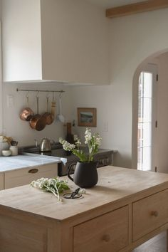 Home Decor Kitchen, Kitchen Interior, Home Kitchens, Kitchen Design, Interior Desing, Interior Architecture, Minimal Home, Home Decor Inspiration, Living Spaces