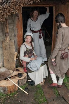 nordic-nature: XVIII Festival Wolin 2012 Pt gallery photo 21 by Wikingowie Viking Garb, Viking Reenactment, Viking Dress, Viking Armor, Viking Life, Medieval Life, Viking Woman, Medieval Tunic, Historical Costume