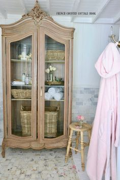 French cottage bathroom styling and refresh tips you can do in just 5 minutes French Country Bedrooms, French Country Living Room, French Country Farmhouse, French Country Style, English Country Decor, Farmhouse Style, French Country Bathroom Ideas, Country Bathrooms, Country Cottage Bedroom