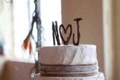 grapevine initials top a rustic wedding cake - thereddirtbride.com - see more of this wedding here Wedding Cake Rustic, Wedding Cakes, White Iced Cake, Rustic Cake Toppers, Oklahoma Wedding, Lace Ribbon, 10 Anniversary, Country Chic, Wedding Day