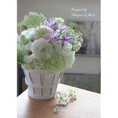 flower arrangement:White & mint with purple.