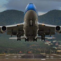 mmnjug™:Klm Boeing 747-400 seen here at St Maarten… Our Corsair 747 to St Maarten #justplanes #thisisaviation #stmaarten #boeing #boeing747
