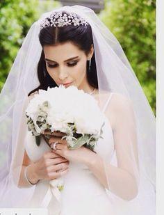 hatice şendil - turkish actress, wedding hairstyles with tiara hatice şendil – turkish actress Wedding Hair And Makeup, Wedding Hair Accessories, Bridal Makeup, Bridal Hair, Hair Makeup, Hatice Sendil, Weeding Dress, Braut Make-up, Wedding Veils
