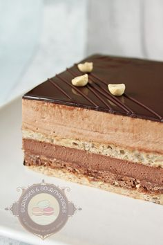 Entremets chocolat praliné - Surprises et gourmandises Baking Recipes, Cake Recipes, Dessert Recipes, Fancy Desserts, Delicious Desserts, Entremet Recipe, Bolo Original, British Baking, Fudge Cake