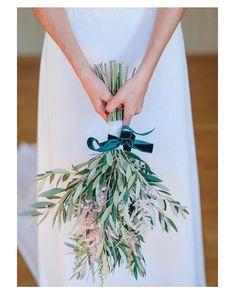 Perfecta combinación; olivo astrilbe y terciopelo Feliz domingo! { by @padilla_rigau}. #olive #goodmorning #buenosdías #wedding #weddingday #boda #bride #bridetobe #bridal #novia #groom #mariee #vestidodenovia #weddingdress #photography #photoshoot #bouquet #flowers #weddingflowers #weddingbouquet #inlove #amazing #Beautiful #stunning #weddinginspiration #inspiration #love #like #picoftheday #siempremia