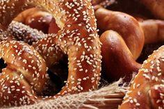 Laugengebäck – HOMEBAKING BLOG Doughnut, Bread Recipes, Sausage, Brunch, Homemade, Meat, Baking, Desserts, Blog