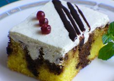 Kávové děrované řezy recept - TopRecepty.cz Oreo Cupcakes, Nutella, Cheesecake, Pie, Sweets, Candy, Cookies, Baking, Food
