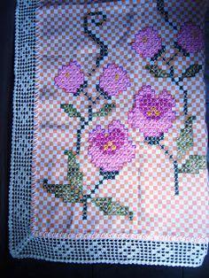 """""""...o crochê pode proporcionar a pessoa que pratica uma reorganização interna ou até mesmo pode servir para recuperar uma função perdida."""""""
