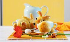 Faire des lapins en pâte à tresse pour Pâques est facile grâce à nos instructions en vidéo. Suivez la recette de la pâte levée, et place à la créativité!