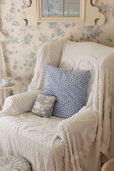 Aiken House & Gardens: Pretty Pastels corner of guest room